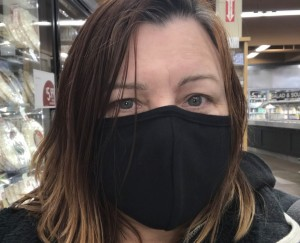 HERO employee Ariane Mistral shopping with a face mask